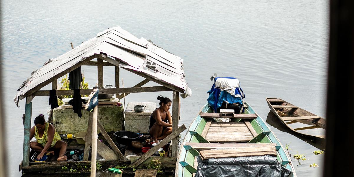 Quando o excesso de água é o problema: artigo analisa dificuldades de acesso à água potável e saneamento básico na Amazônia