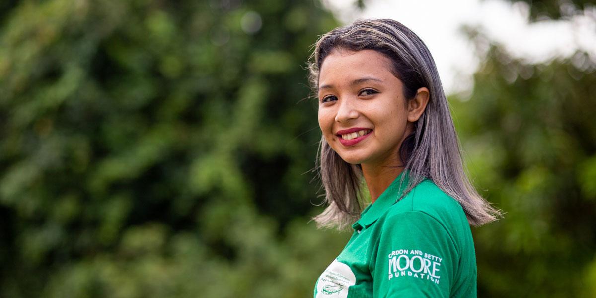 Na Amazônia, jovem ribeirinha de 19 anos desenvolve projeto para melhorar venda de polpa de fruta de sua comunidade