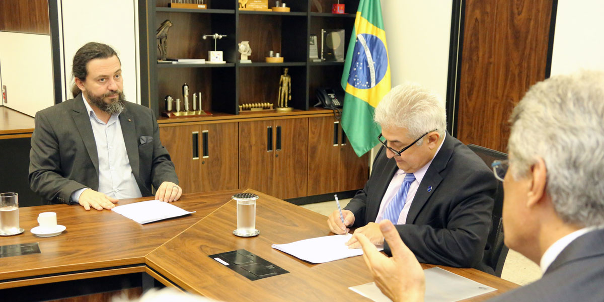 MCTIC assina repasse de recursos para o Instituto Mamirauá