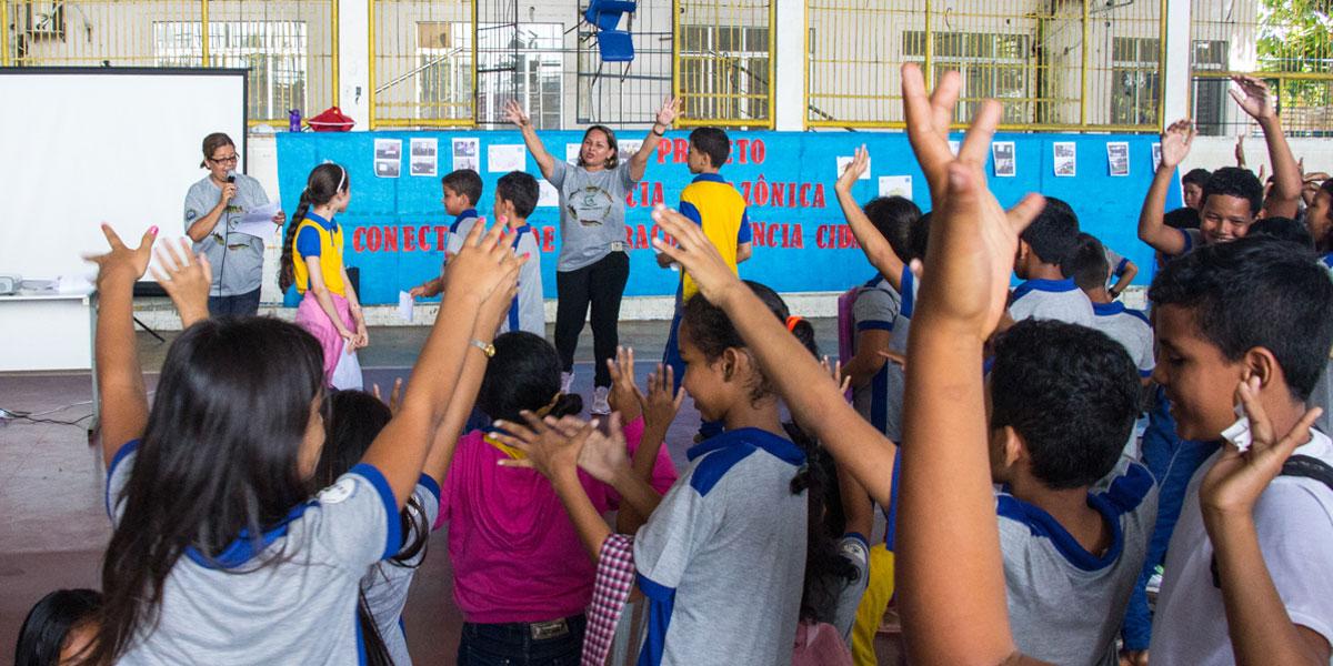 Professores ensinam disciplinas curriculares levando cultura da Amazônia para a sala de aula