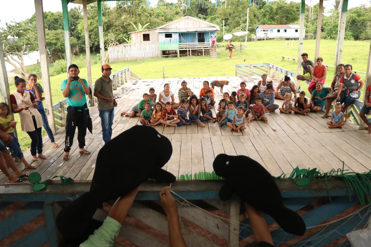 Instituto Mamirauá realiza atividades de educação ambiental contra a caça do peixe-boi-amazônico