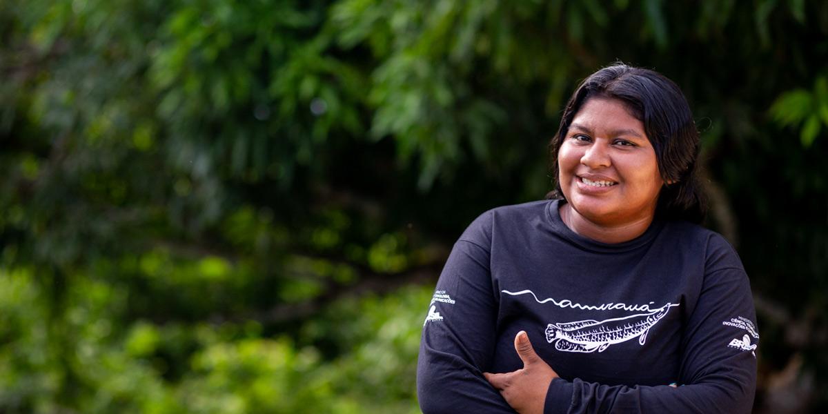Jovem ribeirinha desenvolve projeto para ajudar comunidade artesã na Amazônia