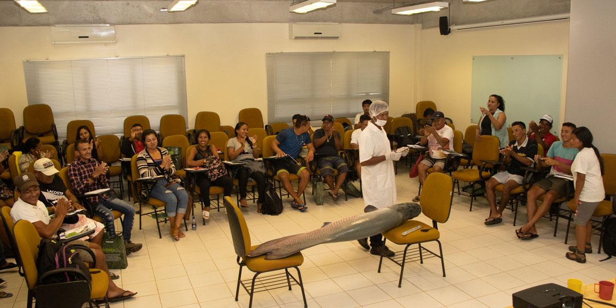 Manejadores participam de curso de boas práticas de pesca e beneficiamento do pirarucu