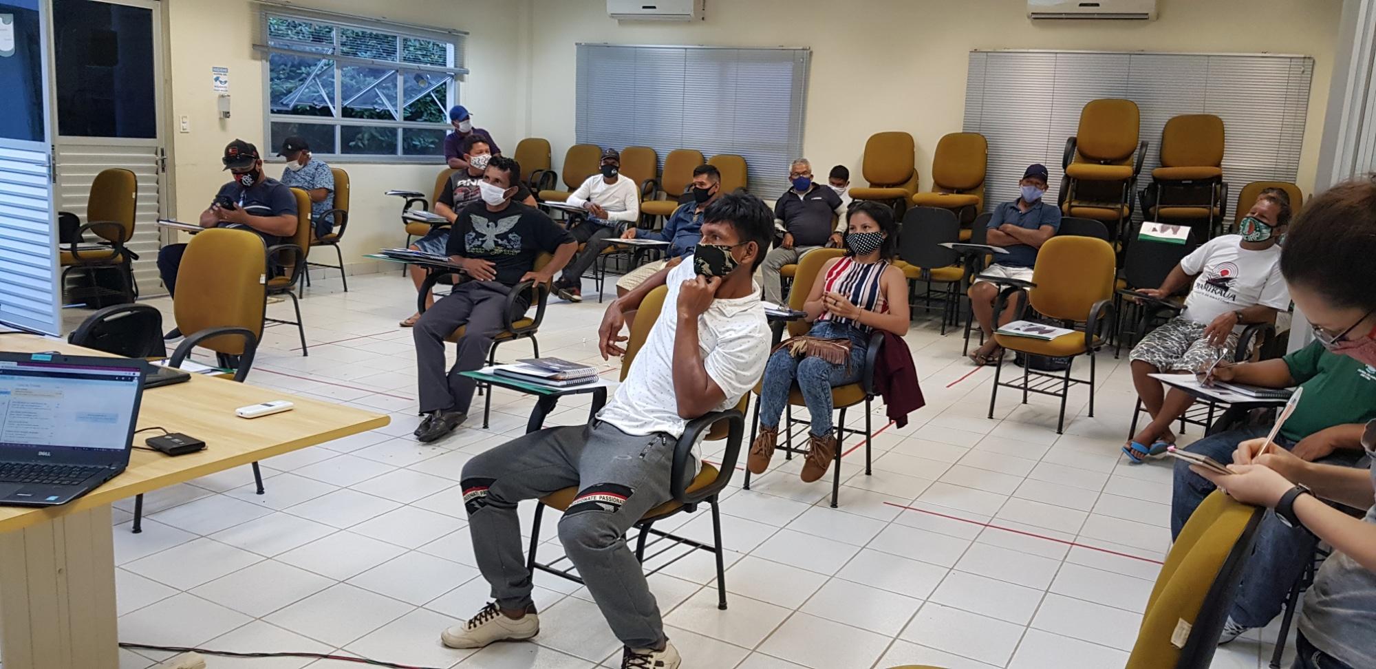 Manejadores de pirarucu se reúnem em Tefé